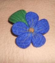 Брошь - синий цветок