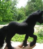 Пони черная
