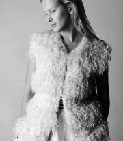 Плетено-валяный белый жилет