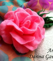 Роза - брошка