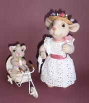 Мама Мышь и мышь ребёнок.