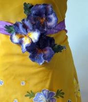 Батик на платье и фиалки валяные