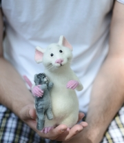 Мышонок и котёнок.