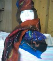 Войлочная шляпка с шарфом