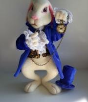 Белый кролик Алиса в стране чудес.Валяная игрушка