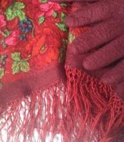 Валяный платок и перчаттки