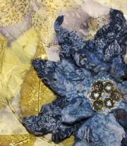 Валяная брошь-цветок мастера Elena Zolotaryova