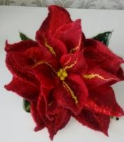 Брошь Рождественский цветок.