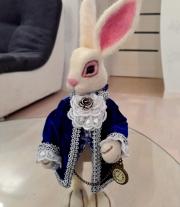 Белый кролик . Алиса . Валяная игрушка