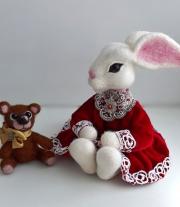 Интерьерная игрушка Зайка и медвежонок.Валяная игрушка из шерсти.