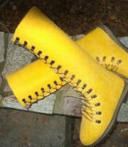 эти желтые ботинки..