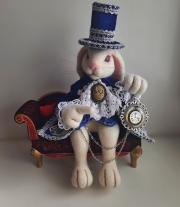 Белый кролик .Алиса в стране чудес.Валяная игрушка.